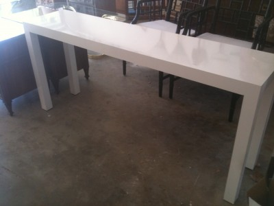 White Lacquer Console Table 335